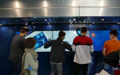 40 Tonner transportiert die Digitalisierung an die John-Bühler-Realschule